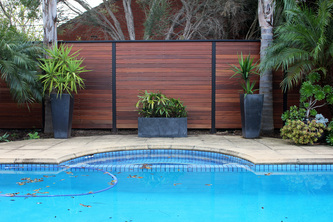 Garden privacy screens fences adelaide portascreen for Pool privacy screen